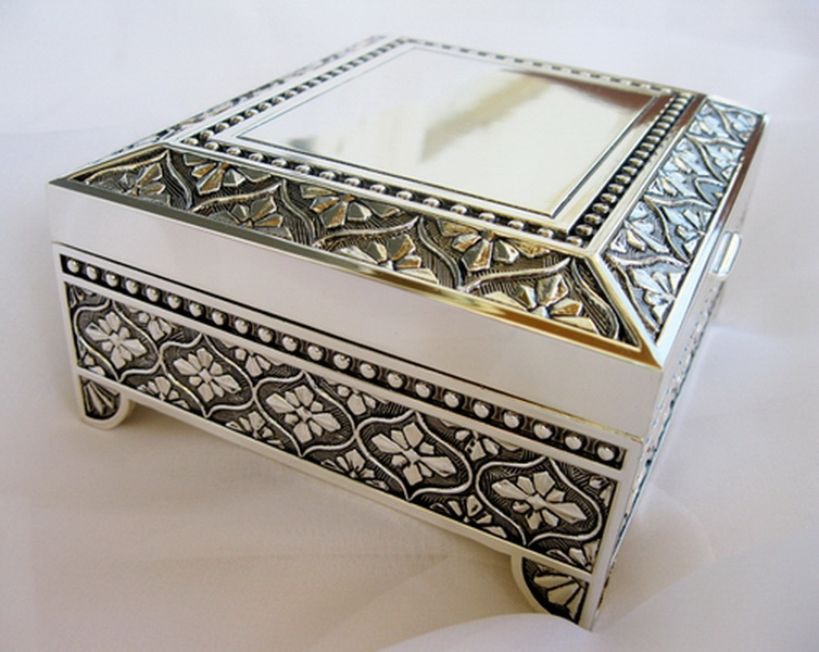 Square Emblematic Jewelry Box 26036